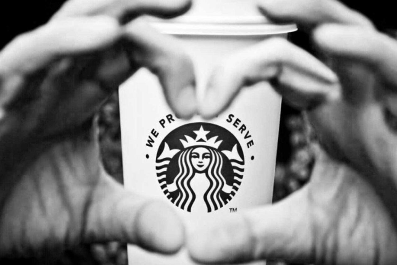logo startbucks em um copo